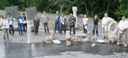 Teilnehmer des ersten Kreativworkshops 2020 mit Kursleiter Jürgen Richter und den entstandenen Arbeiten.