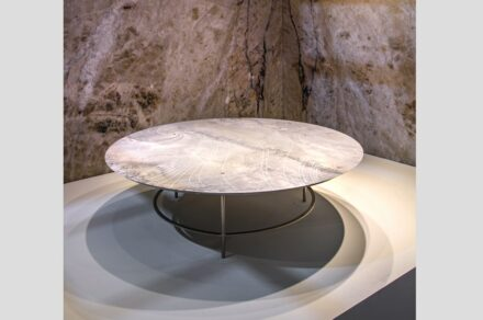 "Guto Requena: table ""Aurea""."