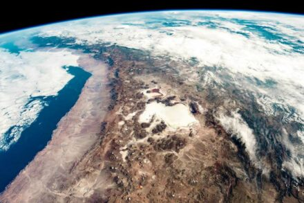 The height of the Andes, like of other mountain ranges close to subduction zones, is determined by tectonic forces, not erosion. Source: Nasa
