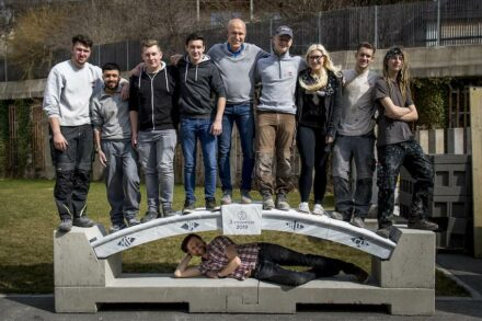 1st prize for the multi-part arch construction made of white Carrara marble, for which the stonemasonry apprentices had to work together with colleagues from other professions. Photo: Tom Lamm