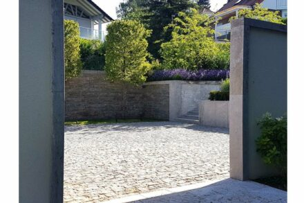 "Winner: category ""Landscaping and garden planning"": Redesign of a garden, Reichelsheim; Architects: Backhaus & Barnett landscape architects, Wiesbaden; Used natural stone: Kohlplatter Shell Limestone."