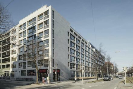 "Winner DNP 2020 and winner category ""Residential and apartment buildings"": Schwabinger Carré II, Munich; Architects: Meili, Peter Architects, Munich; Used natural stone: Shell Limestone Grigio Alpi; Photos: Florian Holzherr, Gauting."