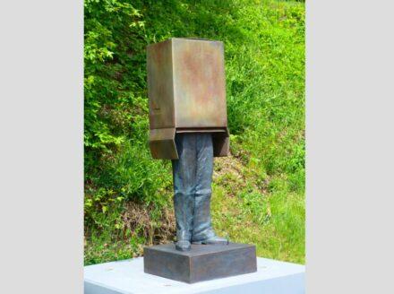 """Guido Messer, """"Ende der Durchsage"""", 2012/2019, Bronze. Foto: Wolfgang Melzer"""