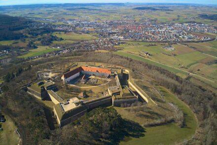 "Luftaufnahme der Festung Wülzburg. Foto: HaSe / <a href=""https://commons.wikimedia.org/""target=""_blank"">Wikimedia Commons</a>"