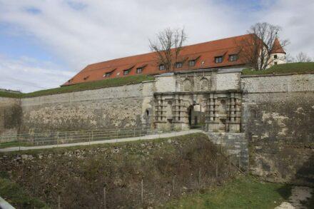 Zugangsportal an der Südseite. Foto: Deutsche Stiftung Denkmalschutz / Schabe