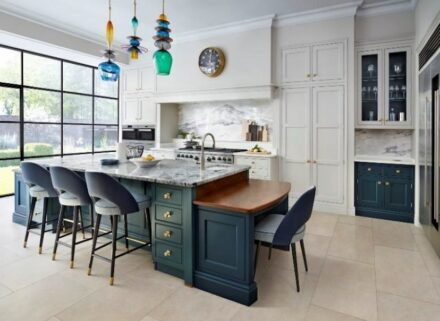 "Kitchen countertops, wall claddings and floors are important markets for the stone sector. The photo shows an example of British Martin Moore's ""New Classic"" kitchen."