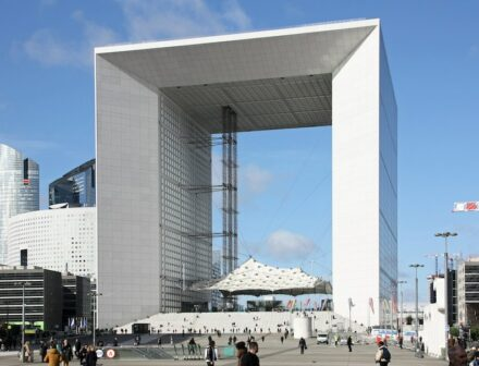 "Grande Arche in 2020. Photo: Arthur Weidmann / <a href=""https://commons.wikimedia.org/""target=""_blank"">Wikimedia Commons</a>, <a href="" https://en.wikipedia.org/wiki/Creative_Commons_license""target=""_blank"">Creative Commons License</a>"