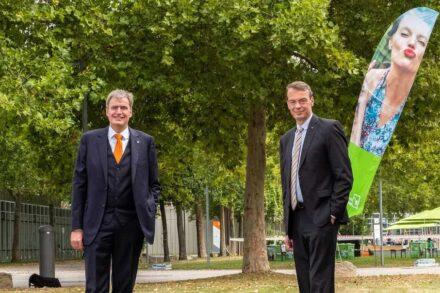 Peter Ottmann, Geschäftsführer NürnbergMesse (links), und Lutze von Wurmb, Präsident Bundesverband Garten-, Landschafts- und Sportplatzbau e.V. Foto: NürnbergMesse