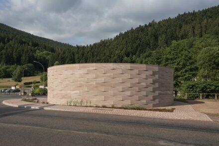 Christoph Aubertin Architecte: Besucherzentrum in Plainfaing in den Vogesen.