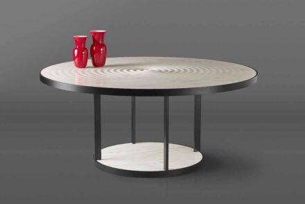 "Kreoo: ""Pluvio"". Design: Matteo Nunziati. Marmor Bianco del Re matt  mit einem schwarzen Metallrahmen."