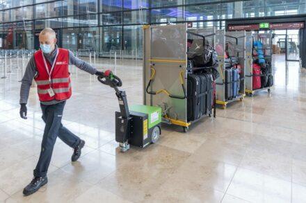 Testphase mit Komparsen. Foto: Günter Wicker / Flughafen Berlin Brandenburg GmbH