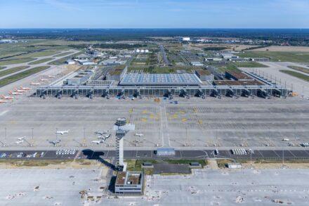 Terminal 1 aus der Vogelperspektive. Foto: Günter Wicker / Flughafen Berlin Brandenburg GmbH