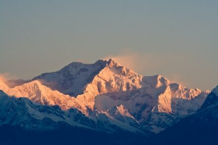 """Kangchenjunga (8586 m) in the Himalayas, on the border of Nepal and Sikkim, India. Photo: Aaron Ostrowsky / <a href=""""https://commons.wikimedia.org/""""target=""""_blank"""">Wikimedia Commons</a>, <a href="""" https://en.wikipedia.org/wiki/Creative_Commons_license""""target=""""_blank"""">Creative Commons License</a>"""
