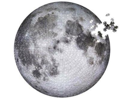 Puzzle von der Vorderseite des Mondes.