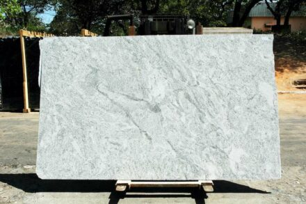 Granite BRANCO CEARÁ, variety Cotton Motion.