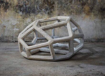 Ben Russel: Struktur aus Ancaster Kalkstein.