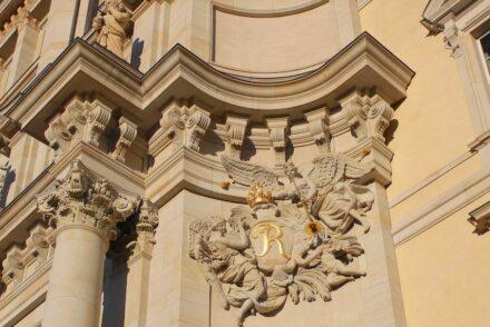 Sculptors' work at the Eosander portal.
