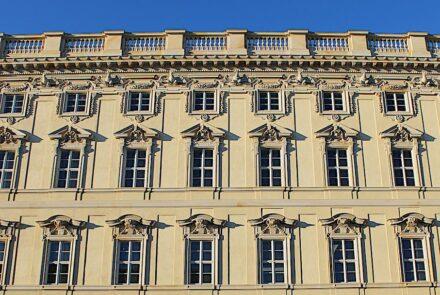 Fassadendetails, die in großer Zahl mit CNC-Maschinen hergestellt wurden.