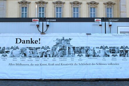 Poster thanking the sculptors for their work on the facade. Photos: Peter Becker