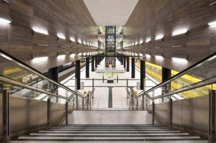 Der Bahnhof Unter den Linden. An der Wand Kirchheimer Muschelkalk. Foto: BVG / Oliver Lang