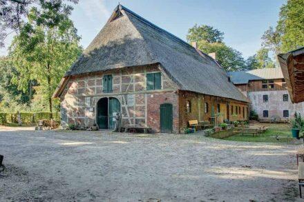 Wolfgang und Ursula Engelbarts-Förderpreis für besonders hervorragende Restaurierungsleistungen an denkmalgeschützten Objekten: Wassermühle in Karoxbostel.