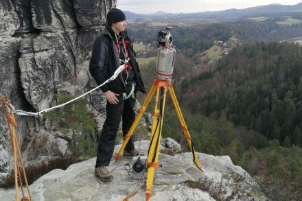 Der im Bereich des Plattensteins aufgebaute Laserscanner VZ-400i. Foto: Institut für Markscheidewesen, TU Bergakademie Freiberg