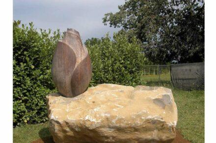 "Simona de Lorenzo: ""Where the wild roses grow"", red marble and stone, 2006."
