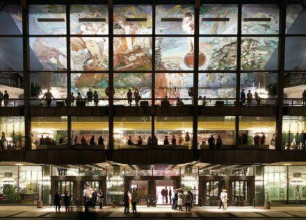 """Sighard Gille schuf 1981 für das Hauptfoyer des Gewandhauses Leipzig die 714 m² große Deckenmalerei """"Gesang vom Leben"""". Foto: Jens Gerber"""