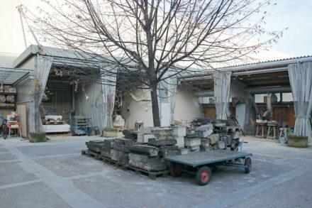 Zwingerbauhütte Werkstatt außen.