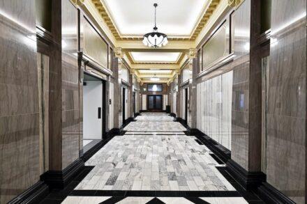 Renovierung / Restaurierung: Dallas Municipal Building Restoration: Dallas, TX. Dee Brown Inc. Richardson, TX, Tennessee Marble Company Friendsville, TN.