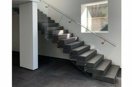 Einfamilienhäuser: The Floating Stair, Toronto, ON Canada. PICCO Engineering Concord ON Canada.