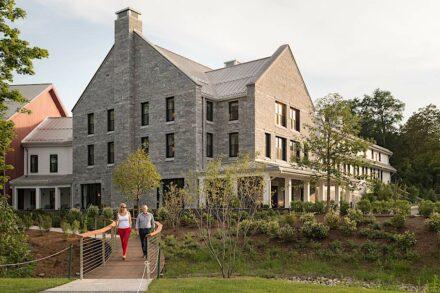 Außenräume gewerblich: The Williams Inn, Williamstown, MA. Connecticut Stone Milford, CT.