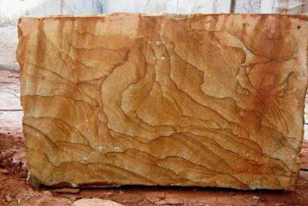 """O Brasil tem muitas variedades extraordinárias de granito, os chamados Exóticos, como o """"Golden Dream"""". Mas: o mundo sabe que essas pedras existem e sabe que elas vêm do Brasil?"""
