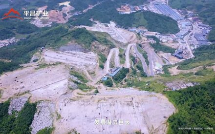 Some natural stone companies in China are huge. The images are screenshots from a video of Pingchang Mining, one of the best-practice-examples. The quarry area in the foreground measures 3.76 km². In the background the processing.