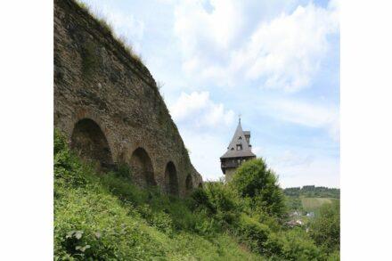 """Die Stadtmauer mit dem Kuhhirtenturm. Foto: Horsch Willy / <a href=""""https://commons.wikimedia.org/""""target=""""_blank"""">Wikimedia Commons</a>, <a href="""" https://en.wikipedia.org/wiki/Creative_Commons_license""""target=""""_blank"""">Creative Commons License</a>"""