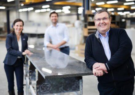 Generationswechsel: Helmut Roßkopf (vorne), im Hintergrund das neue Vorstandsteam mit Christin Bergmann und Oliver Schleich.