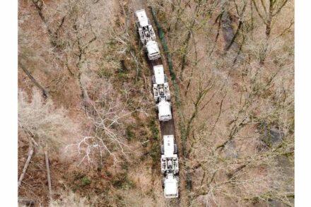 Die Vibro-Trucks sind oft auf Waldwegen abseits der Hauptverkehrsachsen unterwegs. Foto: Fraunhofer IEG