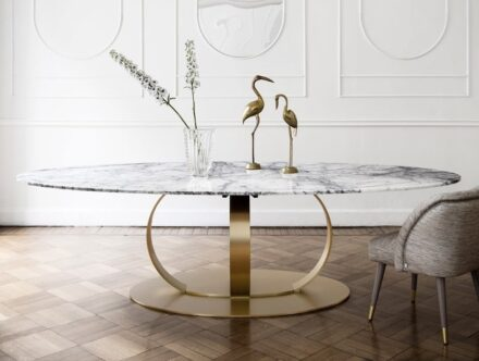 Dom Edizioni: Andrew dining table.