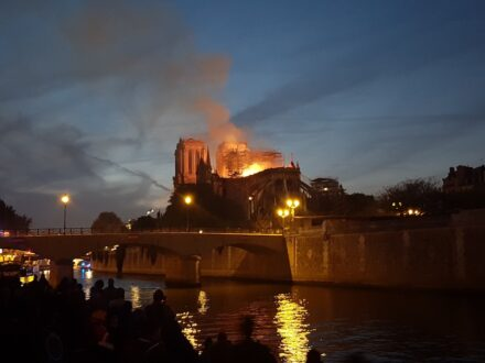 """The fire on April 15, 2019 at 9:21 pm. Photo: Baidax / <a href=""""https://commons.wikimedia.org/""""target=""""_blank"""">Wikimedia Commons</a>, <a href="""" https://en.wikipedia.org/wiki/Creative_Commons_license""""target=""""_blank"""">Creative Commons License</a>"""
