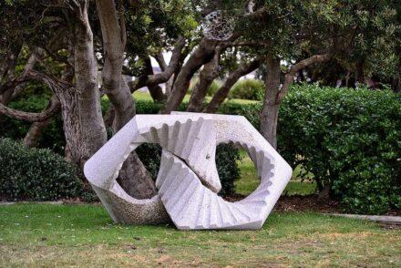 Keizo Ushio, 'Oushi Zokei Hexagonal (2014)', Sculpture by the Sea, Bondi 2015. Photo: Clyde Yee