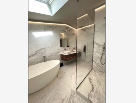 The main material is Ariston white marble (Elegant finish) for the walls, the floor, and the top.