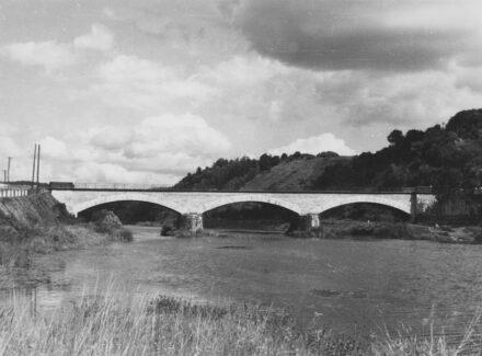 Die Straßenbrücke Villmar/Lahn mit Lahnmarmor.