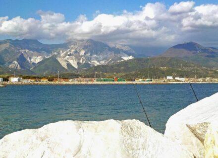 "The  ""White Mountains"" of Carrara. Photo: Albarubescens / <a href=""https://commons.wikimedia.org/""target=""_blank"">Wikimedia Commons</a>, <a href="" https://en.wikipedia.org/wiki/Creative_Commons_license""target=""_blank"">Creative Commons License</a>"