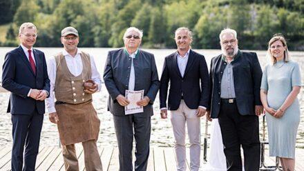 (v.l.n.r.) Landeshauptmann Mag. Thomas Stelzer, Bernhard Hasenöhrl, KommR TR Franz Bamberger, LIM Ing. Norbert Kienesberger, Martin Schmeiser, und Cristina Biasetto (Unesco). Foto: Max Mayrhofer, Land Oberösterreich