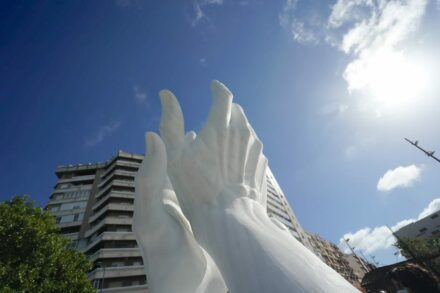 Applauding marble-hands in Andalusia.