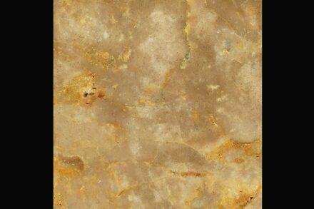 Levantina: travertine Crema Antares.