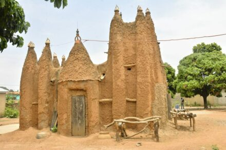 Sudanese style mosques in the north of Côte d'Ivoire. Photo: OIPC