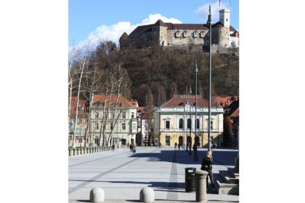 Ljubljana, view of the square towards the Castle Hill. Photo: Urša Purkart