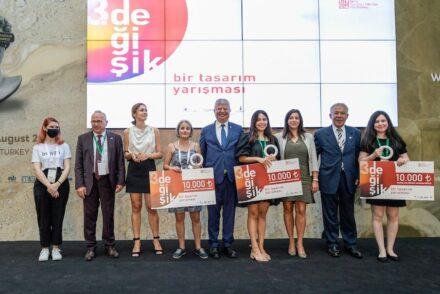 The competition winners, between them Mevlüt Kaya (President EIB, 2. from left), Canan Karaosmanoğlu Buyer (Izfas general Manager, center), Faruk Çalapkulu (President of the 6th International Stone Congress, 2. from right).